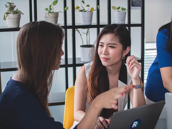 2 Women Talking