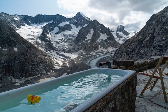 Hot Tub In The Mountains With Rubber Duckie